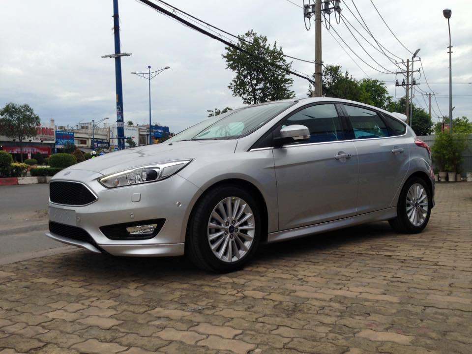 Ford focus 15l sport 5 cửa - 1
