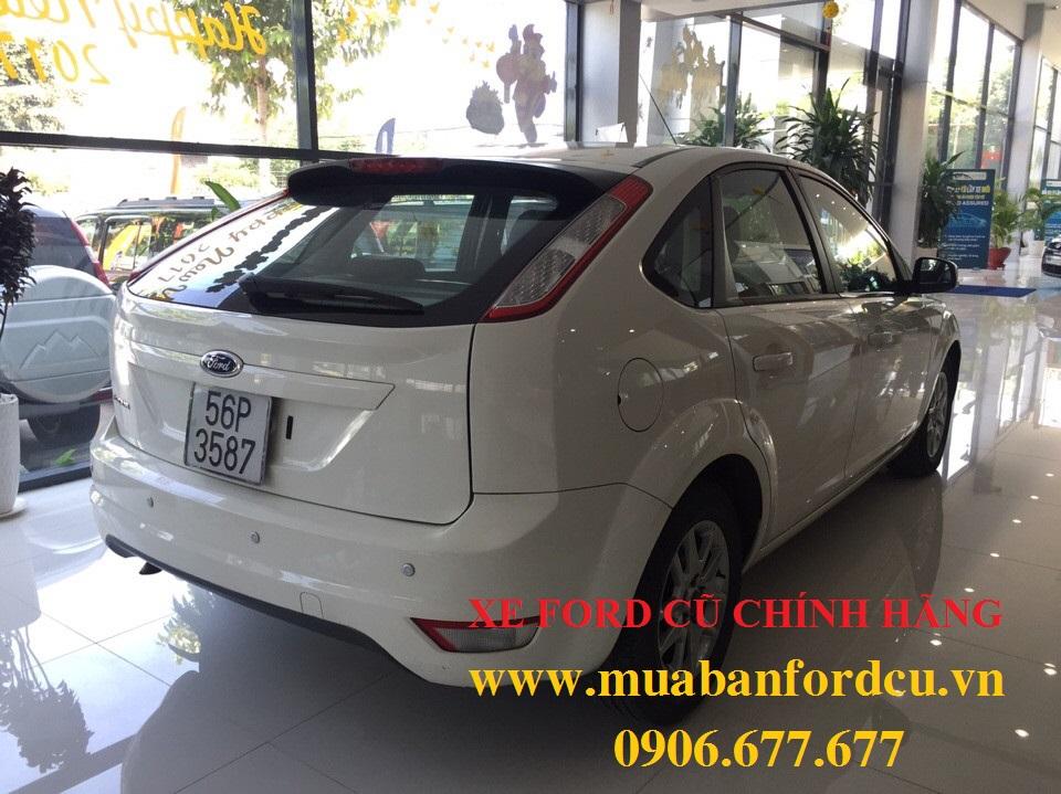 Ford focus cũ màu trắng đời 2010 - 3