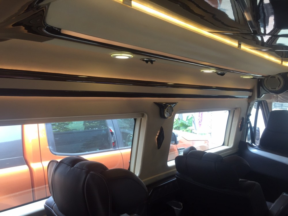 Ford transit lomousine - 10 chỗ ngồi - 12