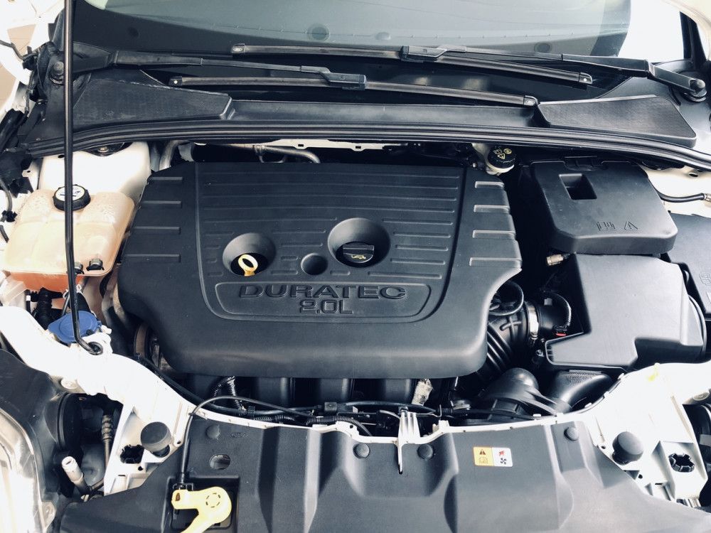 Ford focus 20 titanium đời 2015 màu trắng - 4